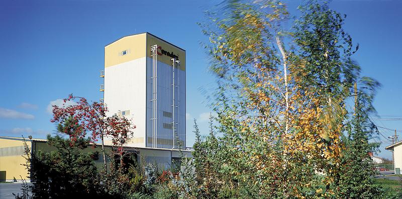 beneficiar - Gabbro tema - imagini de produs, reportaj linie de productie pentru - catalog de prezentare perioada - octombrie  2006 diapozitiv color Kodak E100 format  6x12 cm camera: Sinar F2 obiectiv:  - Rodenstock Sironar-N 300 mm pentru saci